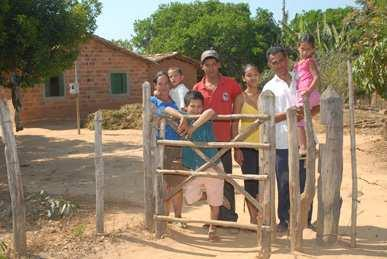 Fighting the green drought in Minas Gerais Text: Mariana Leal Photos: André Telles Rio Pardo, MG - In 1998, when the agriculturist Arcílio dos Santos, 45 years old, returned to his home in the Serra