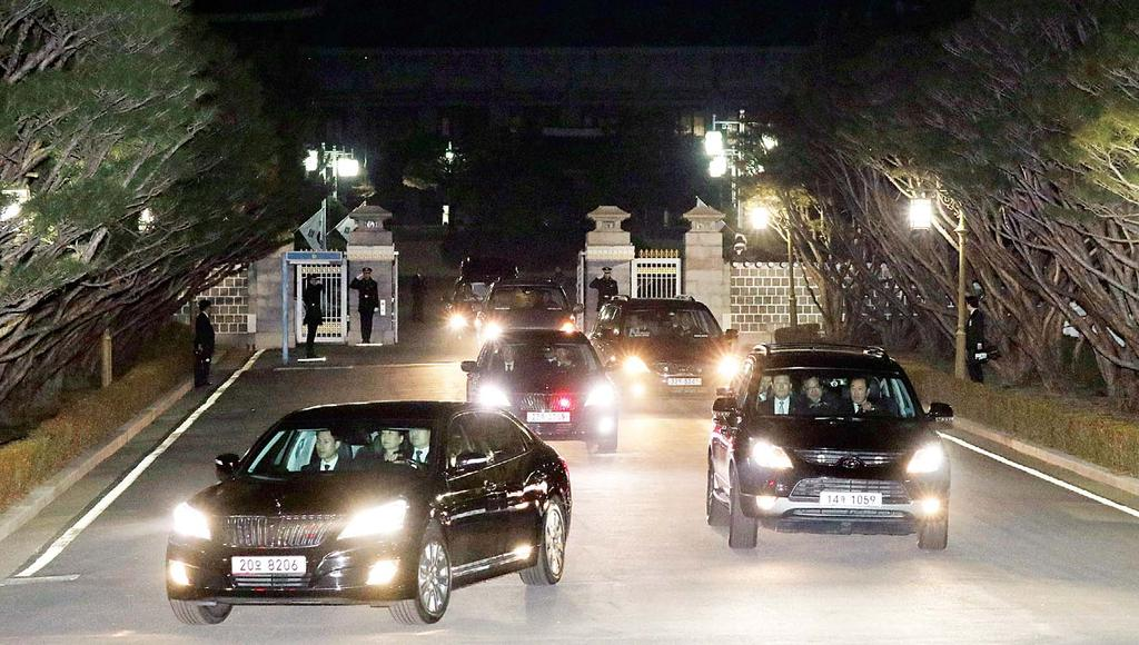 INTERNATIONAL 15 A vehicle (front left), carrying ousted South Korea s former president Park Geun-hye (inset) (center in the car), leaves from the presidential Blue House to her private home in