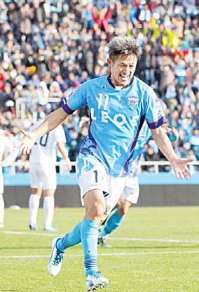The record for the oldest goal scorer in the J-League s top division belongs to Brazilian Zico who scored at the age of 41 years, 3 months, 12 days for Kashima Antlers.