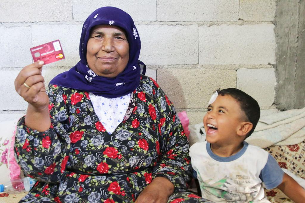 "Fighting Hunger Worldwide SITUATION UPDATE AUGUST 2015 SYRIA CRISIS REGIONAL RESPONSE ""It s been 5 weeks since we received the card and it has helped us so much says Emil, father of four, living in a"