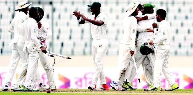 THURSDAY, AUGUST 31, 2017 THE ASSAM TRIBUNE, GUWAHATI 15 SPORTS Hope and glory as Windies stun England LEEDS, Aug 30: Shai Hope led the West Indies to a remarkable five-wicket victory over England in