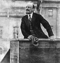 Lenin Steps into This Vacuum Tsar s abdication Lenin s arrival in Petrograd