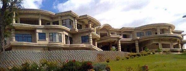 Impression 1: Indigenization is a vehicle for politicians to loot Picture 6:2 Fifty-bedroom house widely believed to belong to a former Minister of Indigenization Source: The Zimbabwe Daily (2015)