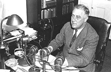 Fireside Chats FDR won the support of the people by giving 13 fireside chats on public radio He