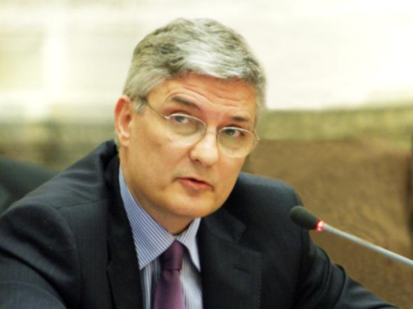Daniel Dăianu, Member of the Romanian Academy; member of the Board of the National Bank of Romania; Professor of Economics, National University of Political Studies and Public Administration,
