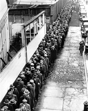 Unemployment By 1933, there were 30 million unemployed industrial workers in the US Affected men and women Shantytowns grew in